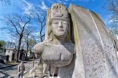 PARIJS, FRANKRIJK - MEI 2, 2016: Oscar Wilde-graf in pere-Lachaise begraafplaats homeopaty stichter Royalty-vrije Stock Afbeelding