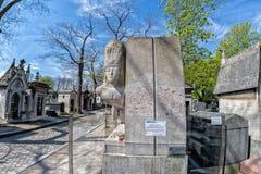 PARIJS, FRANKRIJK - MEI 2, 2016: Oscar Wilde-graf in pere-Lachaise begraafplaats homeopaty stichter Stock Foto