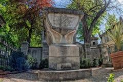 PARIJS, FRANKRIJK - MEI 2, 2016: oude graven in begraafplaats pere-Lachaise Stock Foto