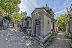 PARIJS, FRANKRIJK - MEI 2, 2016: oude graven in begraafplaats pere-Lachaise Royalty-vrije Stock Foto's