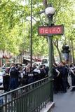 PARIJS, FRANKRIJK - MEI 25, 2019: Politie in Parijs op de Boulevard Haussmann Er is heel wat politie op de straten van Parijs toe royalty-vrije stock afbeeldingen