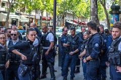 PARIJS, FRANKRIJK - MEI 25, 2019: Politie in Parijs op de Boulevard Haussmann Er is heel wat politie op de straten van Parijs toe stock afbeelding