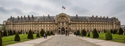 Parijs Frankrijk - 1 Mei 2013 Toeristen bij het Hotel des Invalides royalty-vrije stock afbeelding
