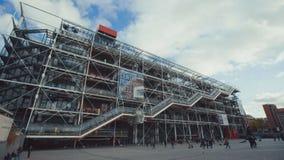 19 11 2014, Parijs, Frankrijk: Pompidoucentrum in Parijs, Twee verschillende vestigende schoten met panning en neer het overhelle stock footage