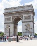 PARIJS - JULI 28: Boog DE triomphe op 28 Juli, 2013 op zijn plaats du Ca Royalty-vrije Stock Afbeeldingen