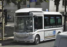 Parijs, 15 Juli: Busstation op Champs Elysees in Parijs van Frankrijk Stock Foto's