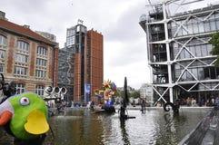 Parijs, 20 Juli: Centrum van Pompidou van de Stravinskyfontein het nabijgelegen van Parijs in Frankrijk Stock Foto's