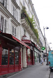 Parijs, 17 Juli: De Rouge van Magasinmoulin van Montmartre in Parijs Stock Foto
