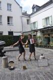 Parijs, 17 Juli: De straatmuzikanten tonen in Montmartre van Parijs in Frankrijk Royalty-vrije Stock Afbeelding