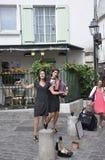 Parijs, 17 Juli: De straatmuzikanten tonen in Montmartre van Parijs in Frankrijk Royalty-vrije Stock Foto