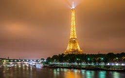 PARIJS - JULI 12, 2013: De Toren van Eiffel op 12 Juli Royalty-vrije Stock Foto's