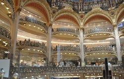 Parijs, 15 Juli: Het binnenland van Lafayette Galeries van Parijs in Frankrijk Stock Foto