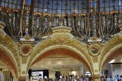 Parijs, 15 Juli: Het binnenland van Lafayette Galeries van Parijs in Frankrijk Stock Afbeelding