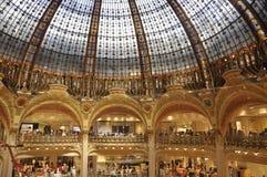 Parijs, 15 Juli: Het binnenland van Lafayette Magasin van Parijs in Frankrijk Royalty-vrije Stock Afbeelding