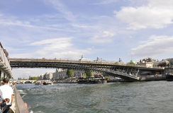Parijs, 18 Juli: Landschap met Zegenrivier over Zegen van Parijs in Frankrijk Stock Foto