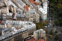 Parijs `s housetops en kruispunten Royalty-vrije Stock Foto's