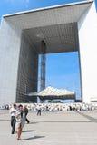 PARIJS - SEPTEMBER 04: Toeristen die in het centrale vierkant lopen Stock Foto's