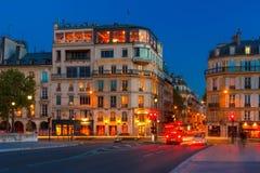 Parijse restaurant Zilveren Toren in nacht Royalty-vrije Stock Foto