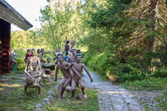 Parikkala Finlandia, Sierpień, - 21, 2015: Rzeźby artystą Veijo Ronkkonen w jego rzeźba parku Parikkalan Zdjęcia Stock