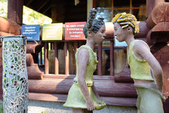Parikkala Finlandia, Sierpień, - 21, 2015: Rzeźby artystą Veijo Ronkkonen w jego rzeźba parku Parikkalan Obrazy Stock