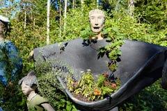 Parikkala Finlandia, Sierpień, - 21, 2015: Rzeźby artystą Veijo Ronkkonen w jego rzeźba parku Parikkalan Obraz Stock