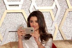 Parineeti Chopra lancia lo smartphone di Motorola Moto m. immagini stock libere da diritti