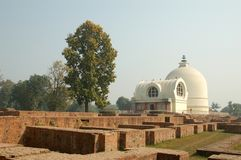 Parinirvana Stupa和寺庙,拘尸那揭罗,印度 库存图片