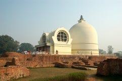 Parinirvana Stupa und Tempel, Kushinagar, Indien lizenzfreie stockfotografie
