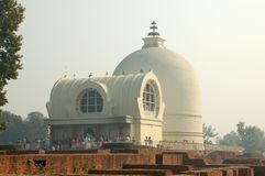 Parinirvana Stupa und Tempel, Kushinagar, Indien lizenzfreies stockbild