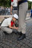 paris Франция 14-ое июля 2012 Пионеры делают подготовки для парада на Champs-Elysees в Париже Стоковое фото RF