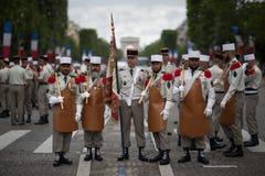 paris Франция 14-ое июля 2012 Пионеры перед парадом на Champs-Elysees в Париже Стоковые Фото
