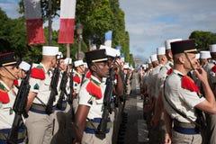 paris Франция 14-ое июля 2012 Ряды чужих legionaries во время времени парада на Champs-Elysees Стоковое Фото