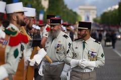 paris Франция 14-ое июля 2012 Ряды чужих legionaries во время времени парада на Champs-Elysees Стоковая Фотография