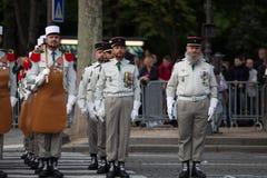 paris Франция 14-ое июля 2012 Ряды чужих legionaries во время времени парада на Champs-Elysees в Париже Стоковые Изображения