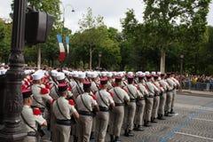 paris Франция 14-ое июля 2012 Ряды чужих legionaries во время времени парада на Champs-Elysees в Париже Стоковая Фотография RF