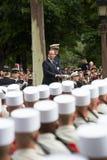 paris Франция 14-ое июля 2012 Французский президент Francois Hollande приветствует граждан во время парада Стоковые Фотографии RF