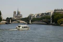 Paris 26, fleuve de Seine, Notre Dame Photo stock