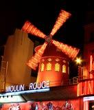 PARIS - 29 OCTOBRE : Le fard à joues de Moulin par nuit Images stock
