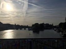 Paris-Abend in Richtung zu Notre Dame Stockfotografie