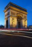 Paris Arc de Triomphe vid natt Royaltyfria Bilder