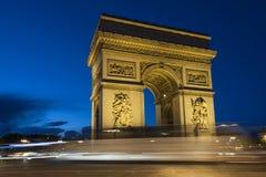 Paris Arc de Triomphe vid natt Royaltyfri Foto