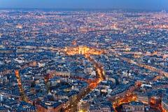 Paris Arc de Triomphe vid natt Arkivfoto