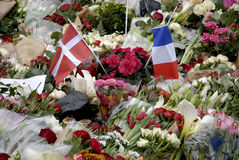 PARIS ATTACKED. Copenhagen/Denmark/ _ 15th November  2015 _Danish police presentspeople laying lofwers vigils and messages in various language at Frenc Embass in Stock Photo
