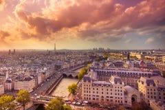 Paris au coucher du soleil image libre de droits