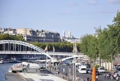 Paris august bro 19,2013-Seine i Paris Royaltyfria Bilder