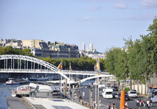 Paris august bro 19,2013-Seine i Paris Royaltyfria Foton