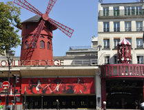 Paris august kabaret för rouge 20,2013-Moulin i Paris Royaltyfri Foto