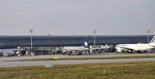 Paris august 21-Parking av flygplatsen Charles de Gaulle i Paris Arkivfoton