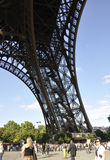 Paris august 20-Pier av Eiffeltorn i Paris Arkivfoto