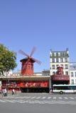 Paris august rouge 20,2013-Moulin i Paris Arkivfoto